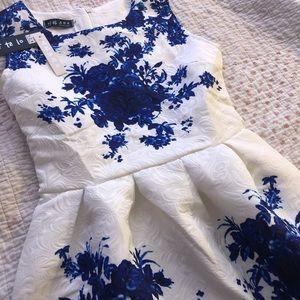 Dresses & Skirts - NWT floral dress